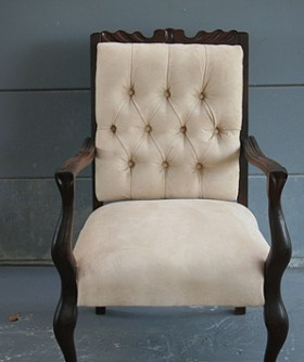 Antique Cream High Chair 065